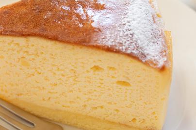 Levegős és puha japán sajttorta – 3 hozzávalós fehér csokis változat