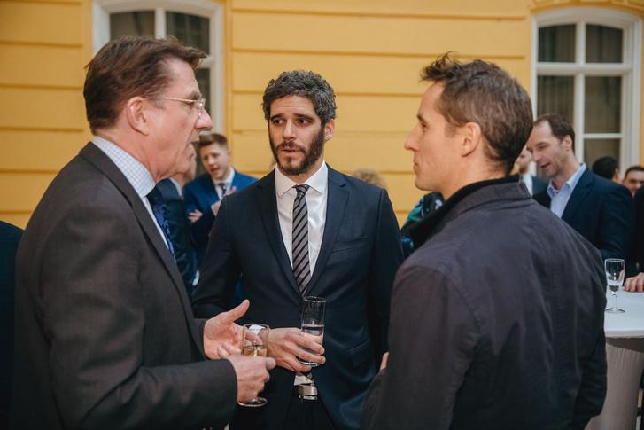 Iain Lindsay brit nagykövet, Korányi Dávid és William Clothier, a Brody House társtulajdonosa