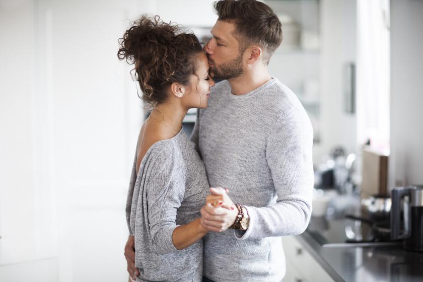 Honnan tudhatod, hogy erős érzelmi kapcsolat alakult ki köztetek? Ezek a jelek utalnak rá a terapeuták szerint