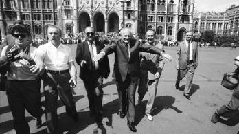 Eufória és hétköznapok – 30 éve zárult a rendszerváltás