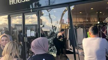 Hidzsábüzletbe hajtott egy autó Ausztráliában