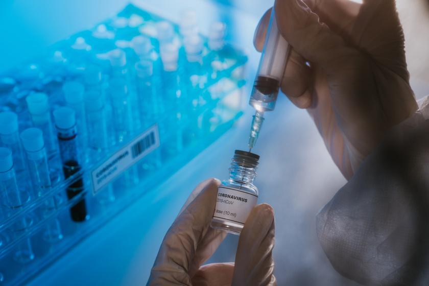 Több mint 100 koronavírus elleni vakcinán dolgoznak - Infektológus szakértő beszél a tesztelési időről