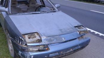 Szélvédők és rendszám nélkül közlekedő autóst fogtak a rendőrök az M5-ösön