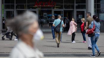 A járvány előtti látogatóforgalom fele máris visszatért a fővárosi bevásárolóközpontokba