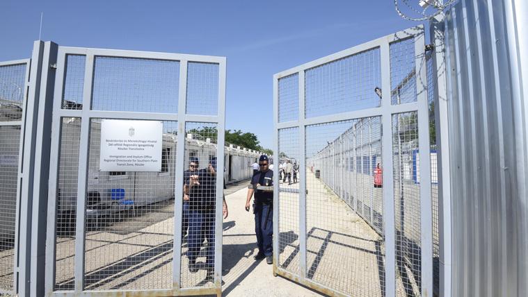Hungary begrudgingly shuts down transit zones, Orbán blames Soros