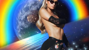 Paris Hilton egyre zavarbaejtőbb dolgokat mutat a világnak