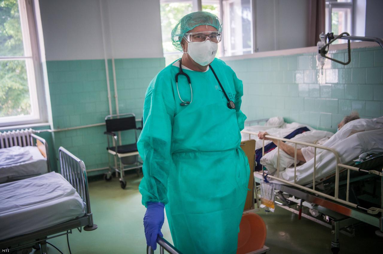 Lengyel Zoltán fõorvos a Szent János Kórházban.