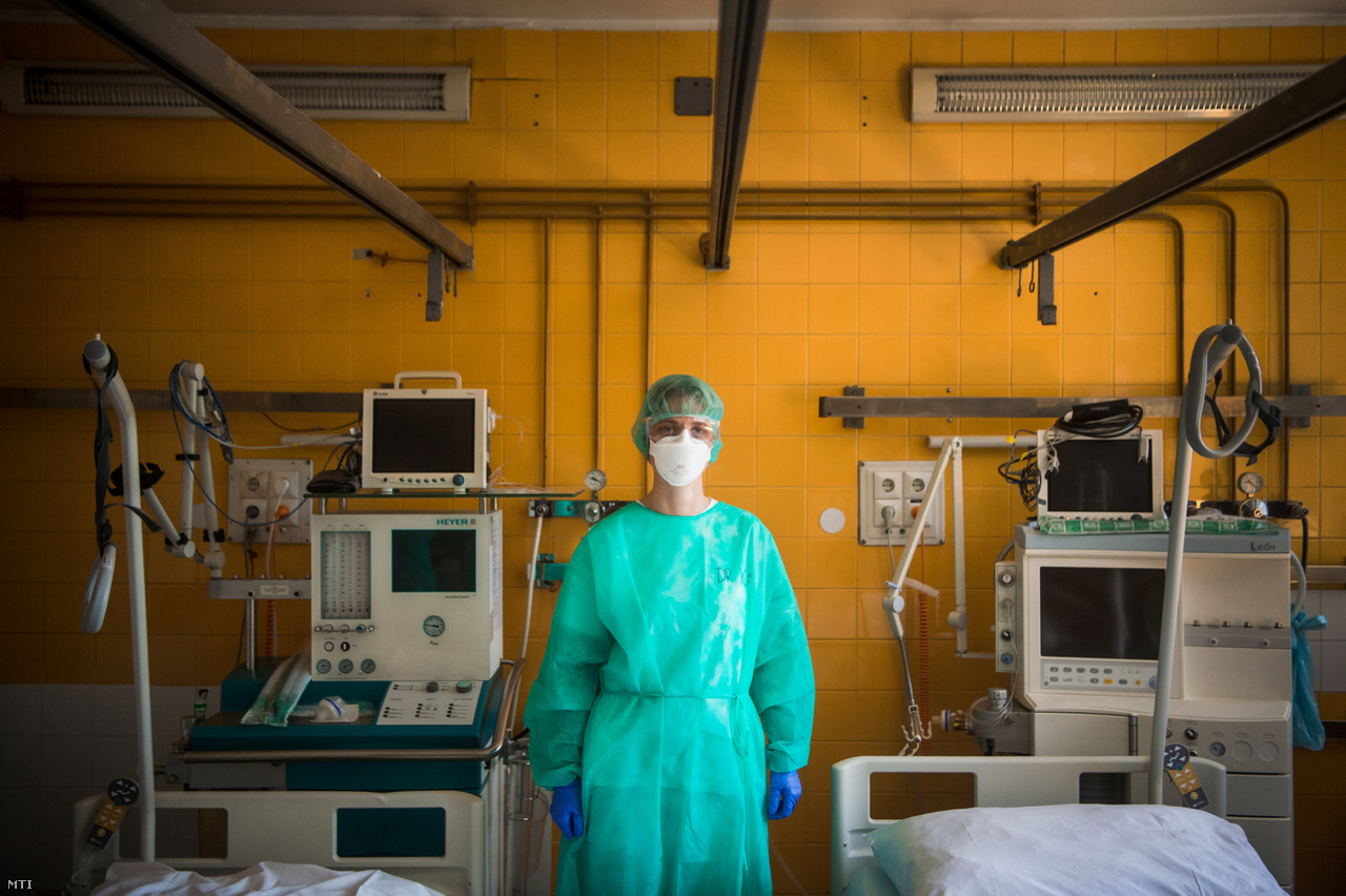 Tinyei Ilona főorvos a Szent János Kórházban.