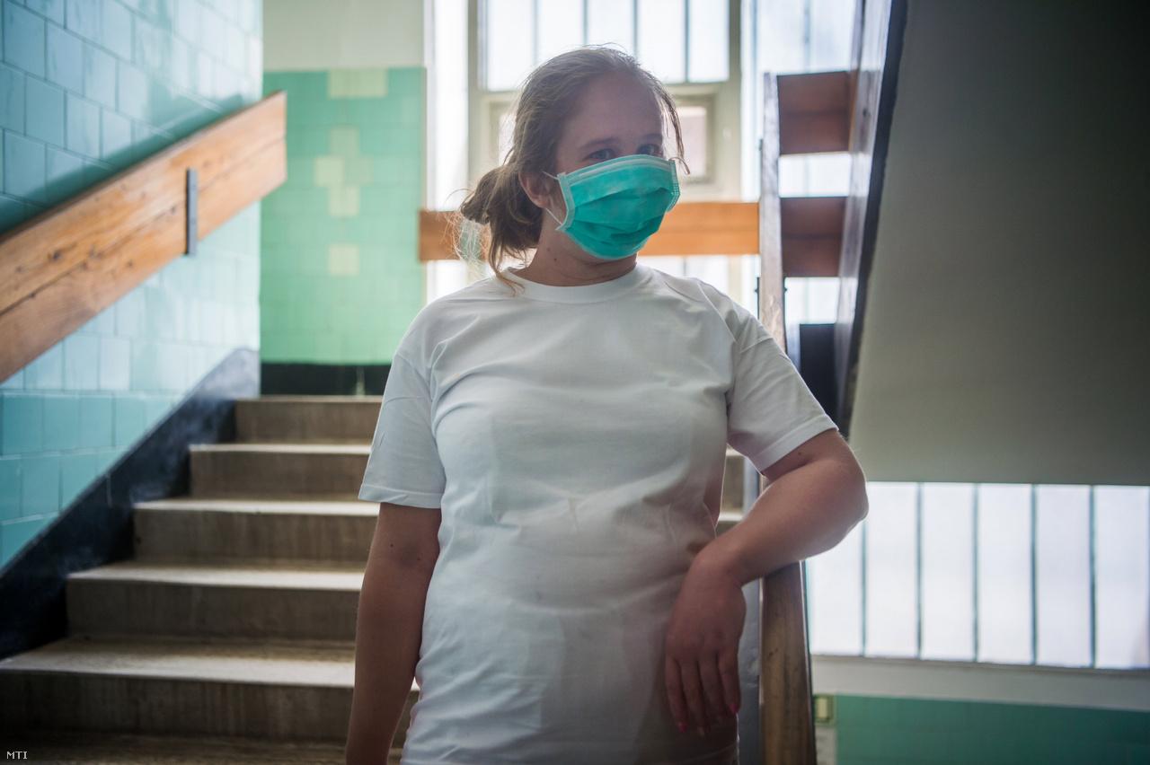 Bíró Zsuzsanna ápoló a Szent János Kórházban.