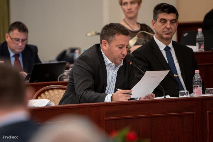 Láng Zsolt, a főárosi Fidesz-frakció vezetője, a párt budapesti elnöke beszél a fővárosi közgyűlés 2019. november 27-i ülésén