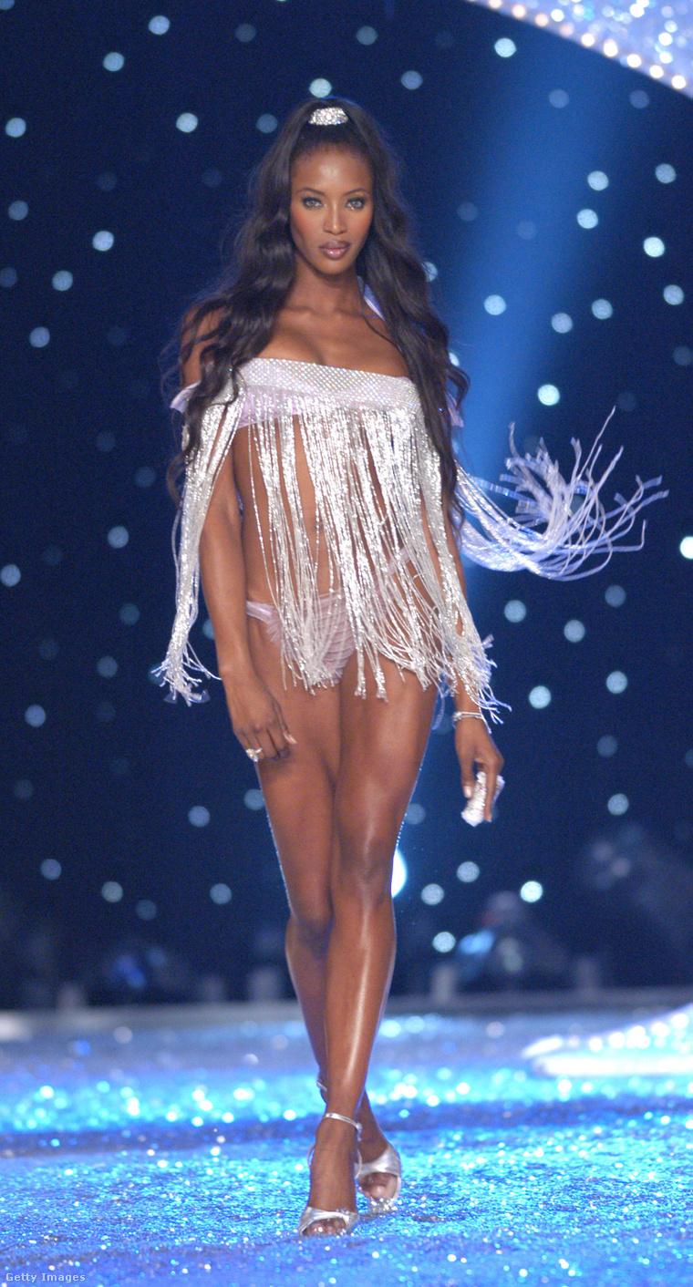 Naomi Campbell Victoria's Secret angyalként.
