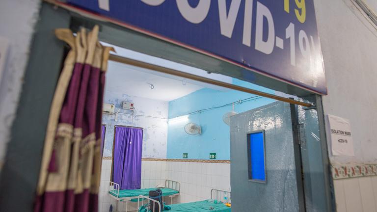 Hét hete egy indiai kórház foglya a világjáró magyar bringás