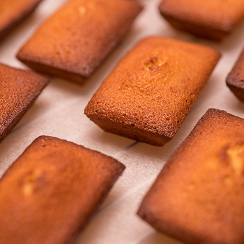 Édes, puha, pufi tésztájú francia teasütemény: a financier elképesztően finom
