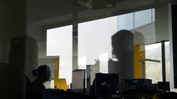 Leépítés? Hétvégén is dolgozunk – állítják a hazai bankok