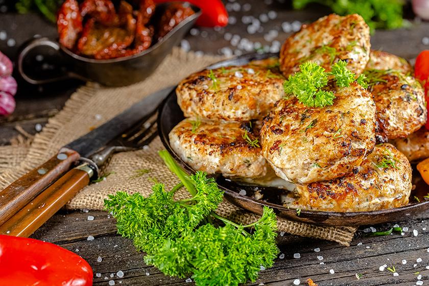 Csirkemellből készült húsgombóc: főételnek, de szendvicsbe pakolva is tökéletes lesz