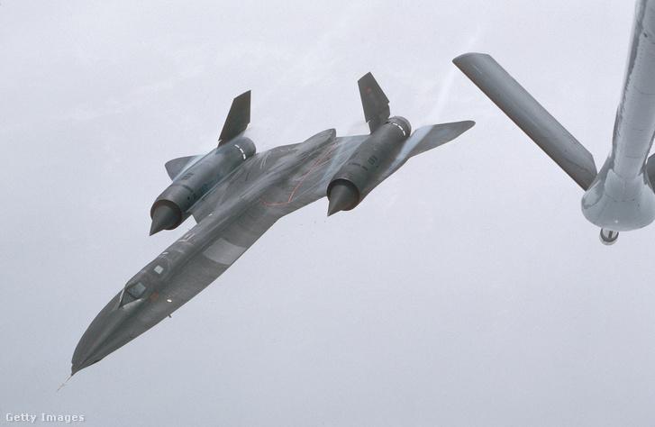 SR–71 Blackbird 80000 láb feletti magasságon repül.