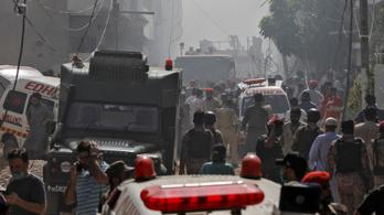 Két túlélője is van a pakisztáni légi katasztrófának