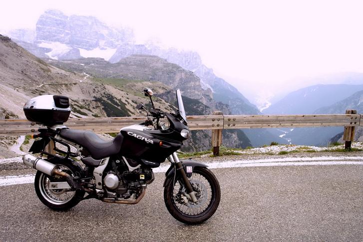 A Dolomitok legmagasabb motorozható pontján, a Tre Cimén (Drei Zinnen)