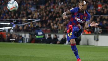 Vidal maradni akar a Barcelonában