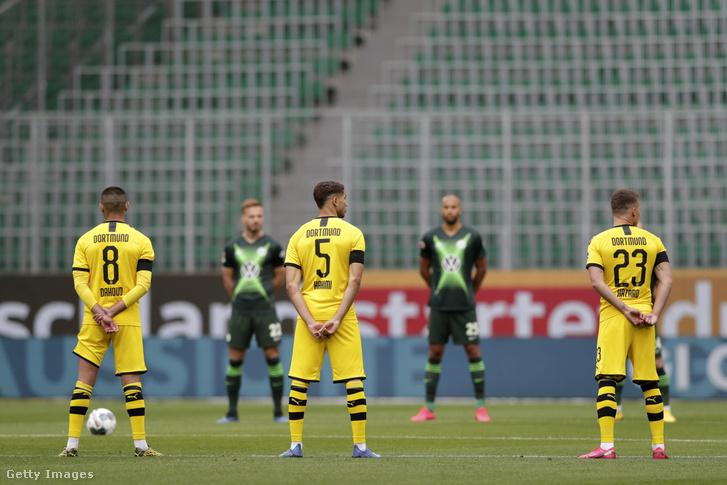 A Dortmund játékosai a gyászszünet alatt.