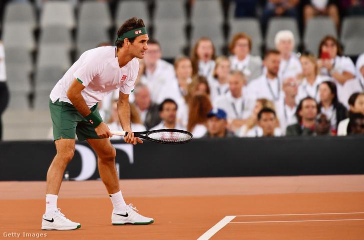 Roger Federer a Nadal elleni jótékonysági meccsen.