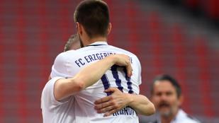 Nyomós okkal szegte meg a német ölelkezési szabályt a Bundesliga 2-játékos