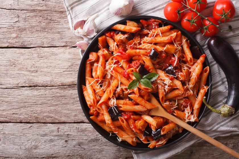 Fűszeres padlizsános tészta paradicsomos szósszal: jólesik a sok nehéz étel után