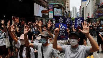 Százak tiltakoztak Hongkong függetlenségének felszámolása ellen