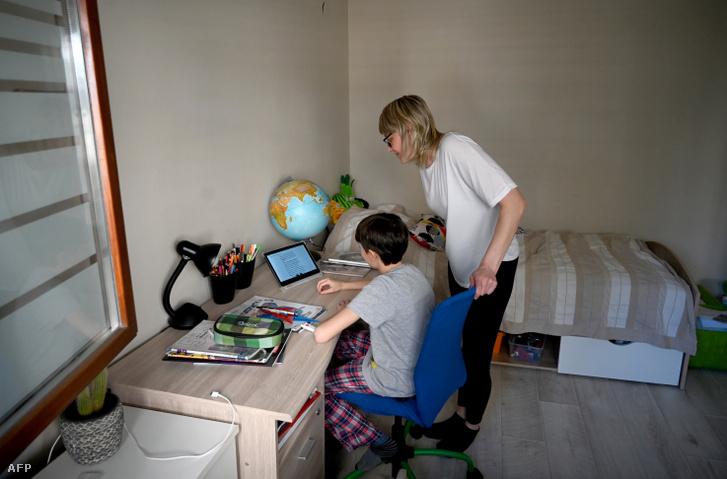 Otthon tanul egy diák Zágrábban 2020. márciusában