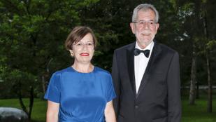 Egy kerthelyiségben kapták rajta a rendőrök az osztrák elnököt