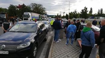 Útlezárással tüntetnek a szlovák konditermesek