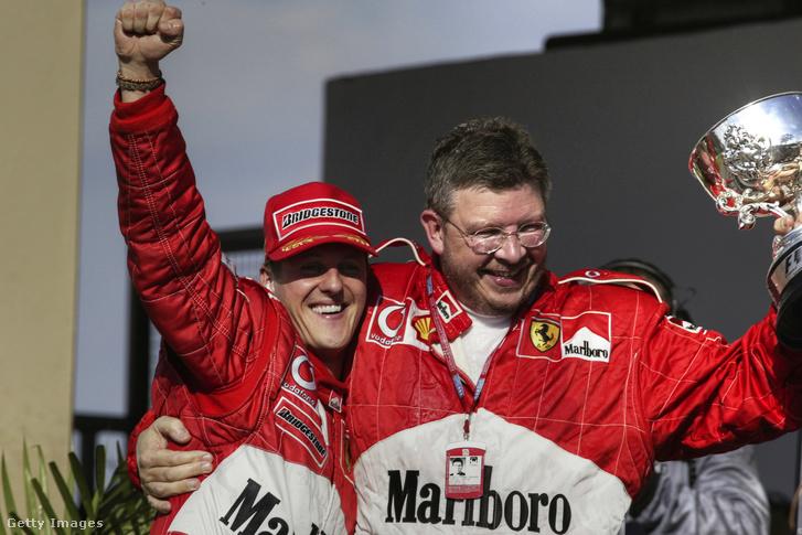 Ross Brawn Michael Schumacher oldalán. Brawnnak (is) óriási szerepe volt abban, hogy a Ferrari és Schumacher legyőzhetetlen párost alkotott a 2000-es évek elején