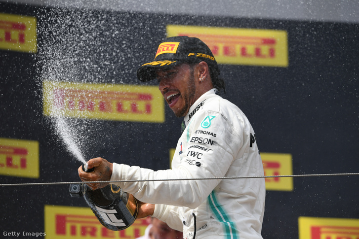 A hatszoros világbajnok Lewis Hamilton
