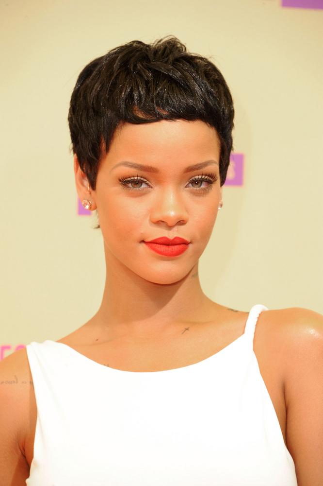 Talán ennek is köszönhető, hogy Rihanna stílusa már nemcsak albumonként változott, hanem egy albumon belül is teljesen más hangzásvilágú számokat vett fel