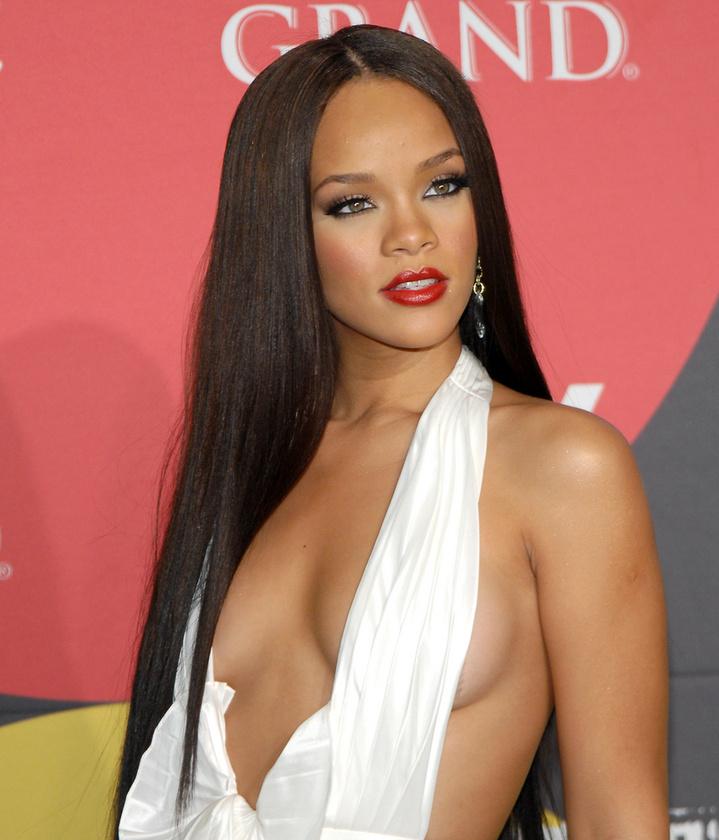 Az énekesnő következő albumának legnagyobb slágere az S.O.S