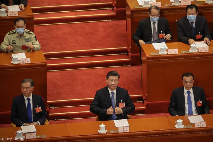 Hszi Csin-ping kínai államfő a parlament, az Országos Népi Gyűlés éves ülésszakának megnyitóján a pekingi Nagy Népi Csarnok üléstermében 2020. május 22-én.