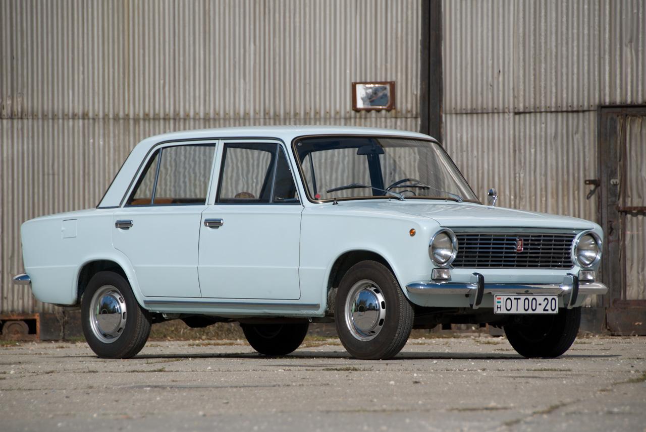 VAZ-2101, a legelső Lada 1200, belső piacokon Zsiguli. A szovjetek sok módosítást kértek a Fiat-eredetihez képest, például az olaszoknál a polcon heverő, további fejlesztésekre alkalmas, 62 lóerős OHC-motort, vasbetétes hátsó dobfékeket, hidraulikus kuplungot, 30 mm emelést, erősebb hátsó hidat, erősített első futóművet, módosított futóműbekötési pontokat. Ennyi csak a lényege annak a 800 átalakításnak, amely az 1970-82-ig gyártott, hozzánk 1971-től érkező típust érintette