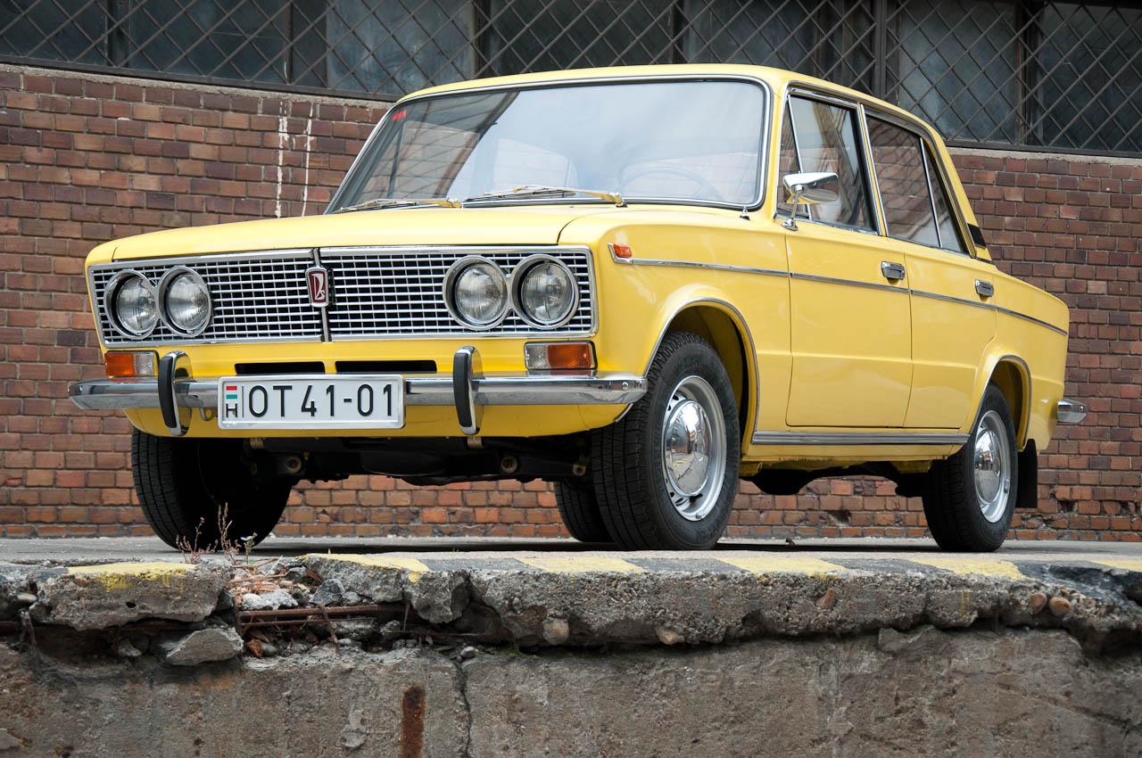 Talán a legszebb Lada a még az olaszok által tervezett 2103-as, azaz az 1500-as. 1973-tól gyártották, de a magyar piac csak 1975-től jutott hozzá. Új motorblokk-öntvény is kellett az 1500 köbcentihez, ami 14 milliméterrel magasabb a small-block 1200-esnél. Műszakí újítás volt az Ezerketteshez képest a fékszervó, az önbeállós hátsó dobfék, illetve (a legkorábbi autókat leszámítva) az elektromos hűtőventilátor