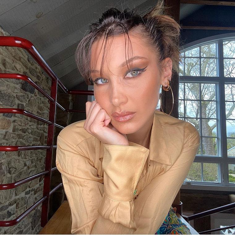 A megfejtés:Bella Hadid,szintén 23 éves, szintén amerikai, szintén modell, aki még az idén nagynéni lesz.