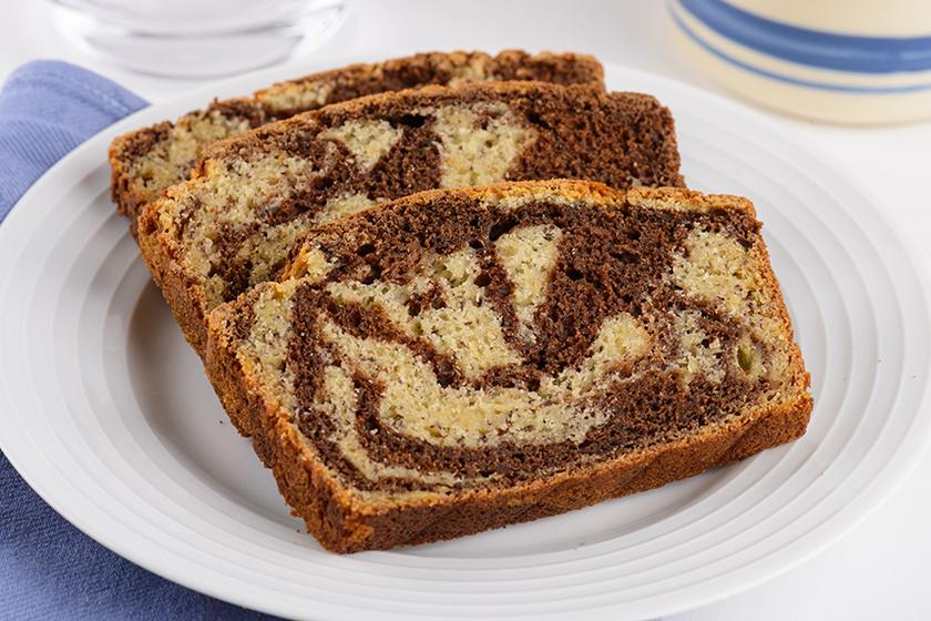 Pihe-puha csokoládés márványsüti: a tészta szaftosságáért a vaj és a banán felel