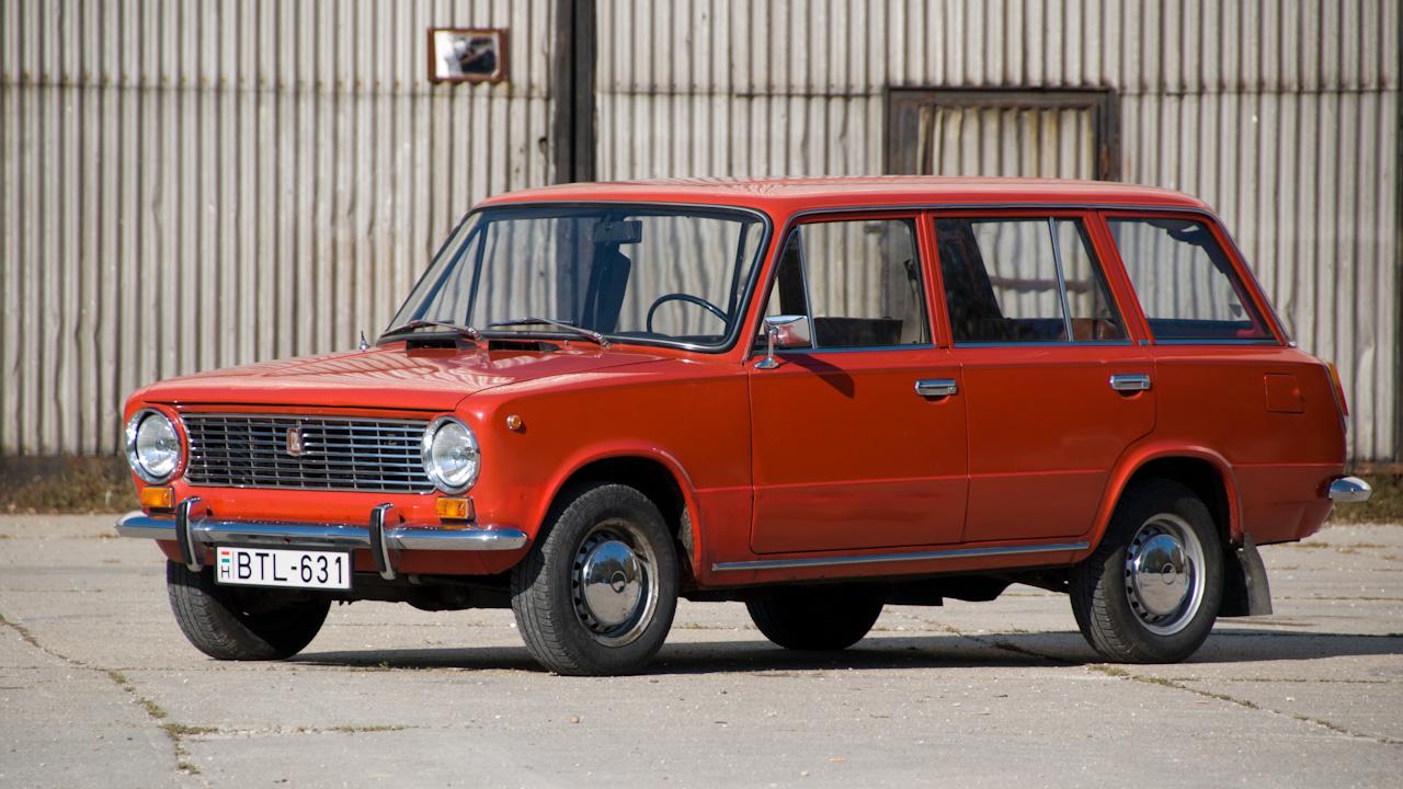 A VAZ második típusa, természetesen ez is teljesen olasz fejlesztés - kombi 1200-es, azaz  VAZ-2101-es. A típus megkapta a torinói Fiat 124 Familiare farrészét és átalakítható üléspadját, kvázi egy az egyben, más komoly változtatás nem esett