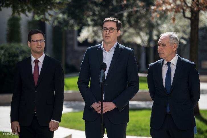 Gulyás Gergely, Karácsony Gergely és Szita Károly egy kormányülés után tartott sajtótájékoztatón 2020 április 8-án