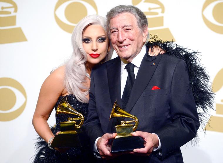 Ezután Gaga kicsit lecsillapodott,  és Tony Bennett, amerikai jazz énekessel rögzített egy közös albumot, a 2014-es Cheek to Cheeket, ami (hogy is fogalmazzunk?) valószínűleg nem a Gaga-rajongók kedvenc CD-je, ugyanis elég nagy kitérő volt az énekesnő életútjában ez a korong