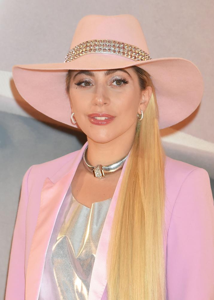 Ahogy láthatja, ekkoriban Gaga stílusa eléggé visszafogottá vált, ami következő, Joanne albumánál is jellemző volt rá