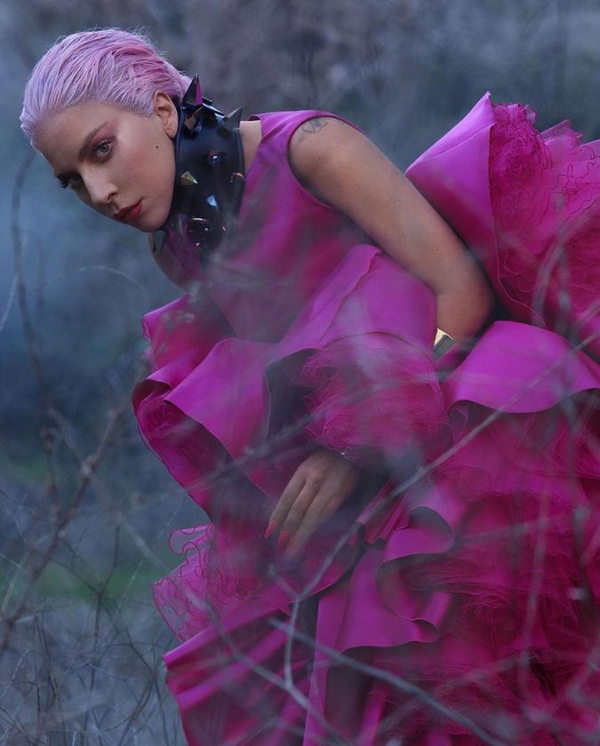 És lassan elérkeztünk a jelenhez, Gaga hatodik, Chromatica nevű stúdióalbumához, aminek első kislemeze, a Stupid Love még a koronavírus előtt jelenet meg