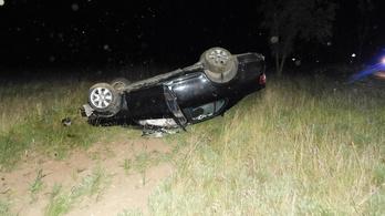 Árokba hajtott egy autó Karcagon, egy ember meghalt