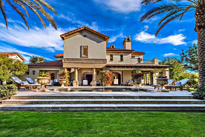 A nyaralója Palm Desertben található. Még 2010-ben vásárolta meg az ingatlant.
