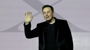 Elon Musk megváltoztatta a fia nevét, de hogyan!