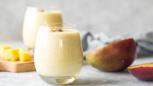 Ez a mangós-joghurtos smoothie tökéletes, ha nem vagy a nagy reggelik híve