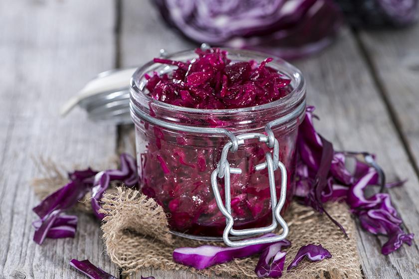 Sokáig tárolható a házi készítésű ecetes lilakáposzta – Roppanós és pikáns savanyúság